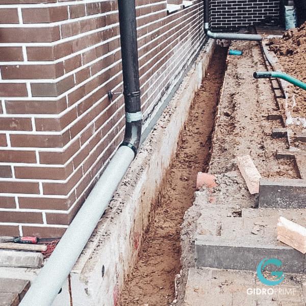 vneshnyaya gidroizolyacii fundamenta doma s remontom otmostki 11