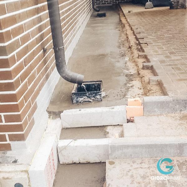 vneshnyaya gidroizolyacii fundamenta doma s remontom otmostki 18