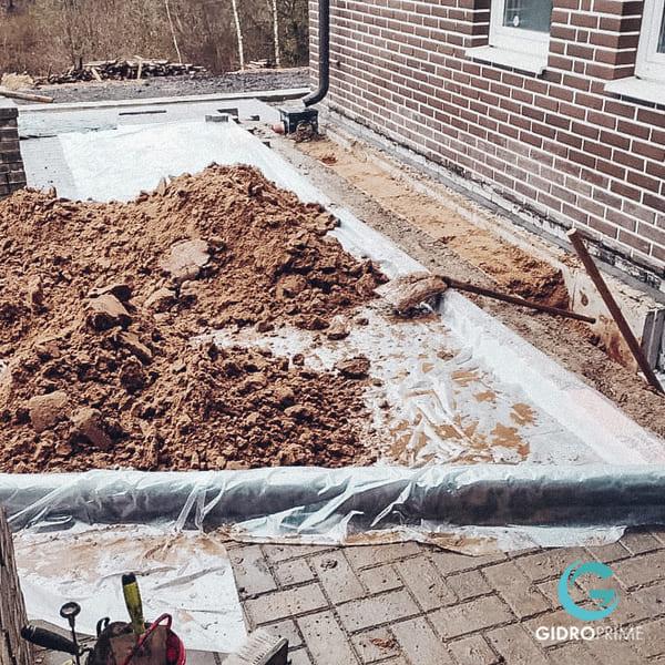 vneshnyaya gidroizolyacii fundamenta doma s remontom otmostki 8